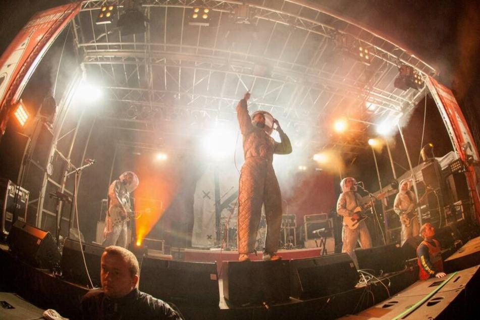 Zum Auftakt 2013 trat die Band Kraftklub im Astronautenanzug auf.