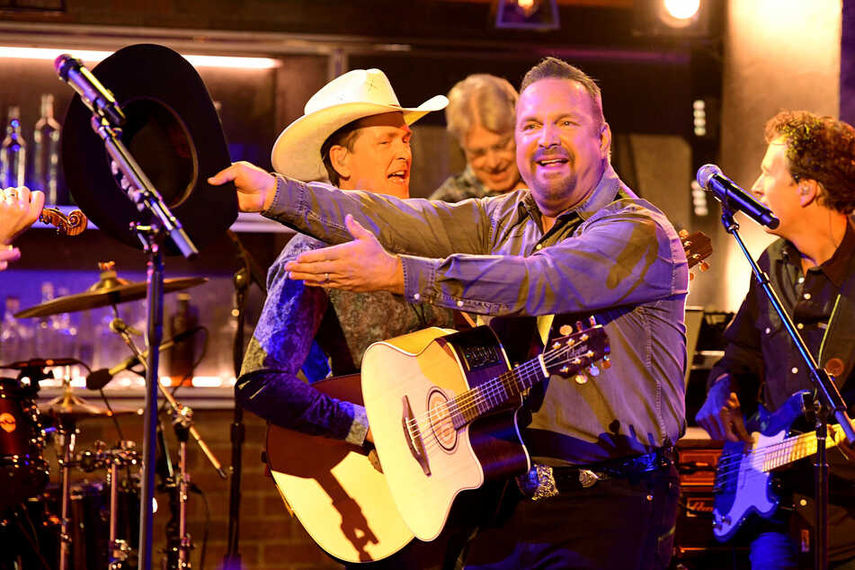 "Garth Brooks makes ""statement of unity"" by performing at Biden's inauguration"
