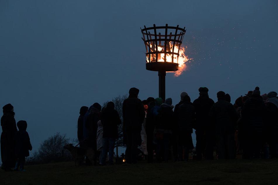 """Auch in anderen Ländern wird die Wintersonnenwende gefeiert. Das Bild zeigt ein Fest der heidnischen Gruppe """"Charnwood Grove of Druids"""" aus Großbritannien."""