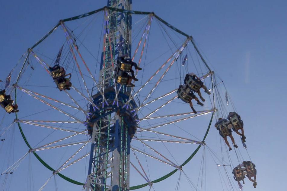 In 90 Metern Höhe: Oktoberfest-Besucher hängen in Riesen-Karussell fest