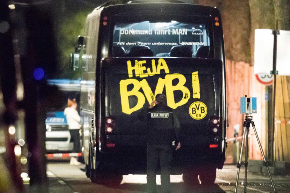 Der Bus des BVB kurz nach dem Anschlag am 11. April 2017.