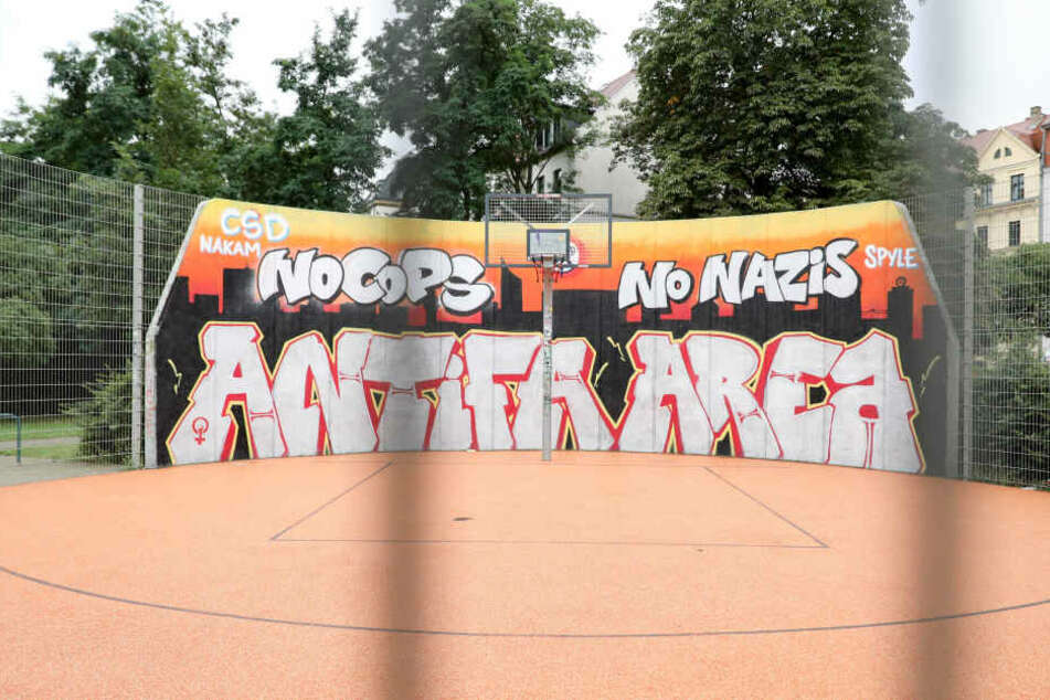 Graffiti am Basketball-Feld am Connewitzer Kreuz.