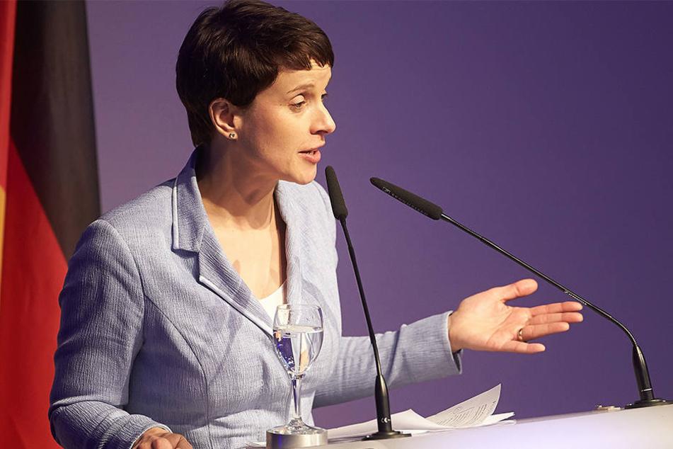 AFD-Vorsitzende Frauke Petry spricht während der Tagung der rechtspopulistischen ENF-Fraktion.