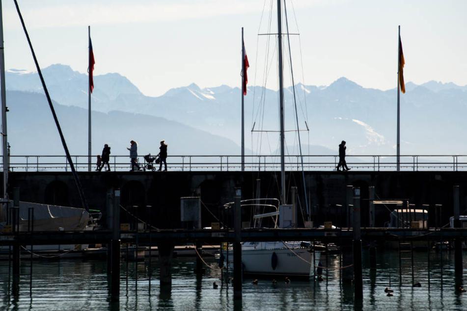 Bei Friedrichshafen sind Fäkalien in den Bodensee geraten. (Symbolbild)