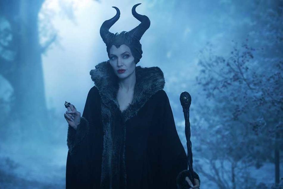 """In London steht Angelina Jolie (43) eigentlich als böse Fee """"Maleficent"""" vor der Kamera."""