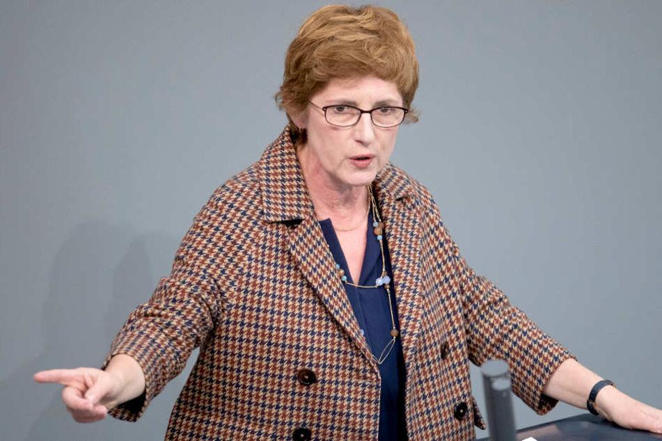 Grünen-Fraktionsgeschäftsführerin Britta Haßelmann wirft Weidel vor, die Öffentlichkeit für dumm verkaufen zu wollen.