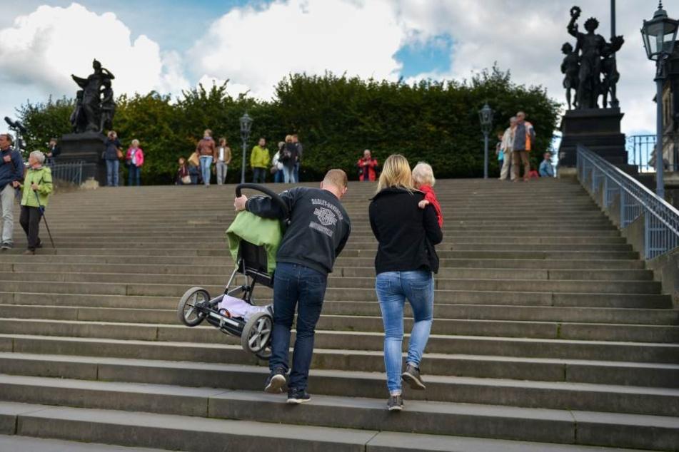Fahrstuhl-Bau an der Brühlschen Terrasse verzögert sich