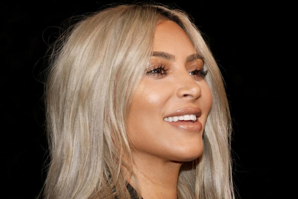 Kim Kardashian kann sich über Millionensumme von ihrem Ex-Bodyguard freuen.
