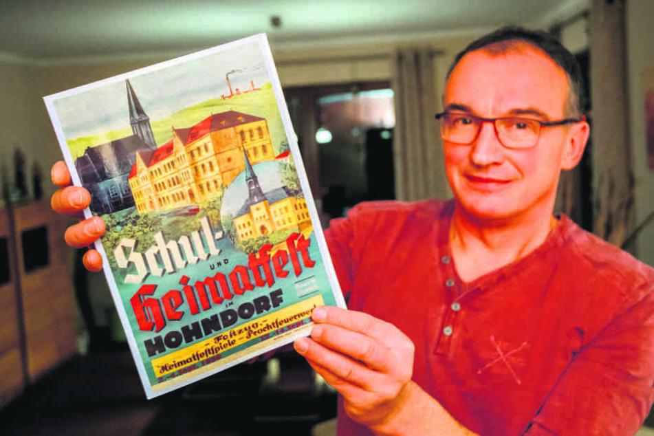 Nach 55 Jahren wieder da: Ulli Rosenlöcher (52) mit der verschollenen Hohndorfer Orts-Chronik.