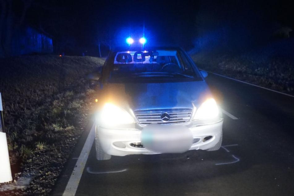 Tödlicher Unfall! Frau wird erst von einem Auto erfasst, dann von einem zweiten