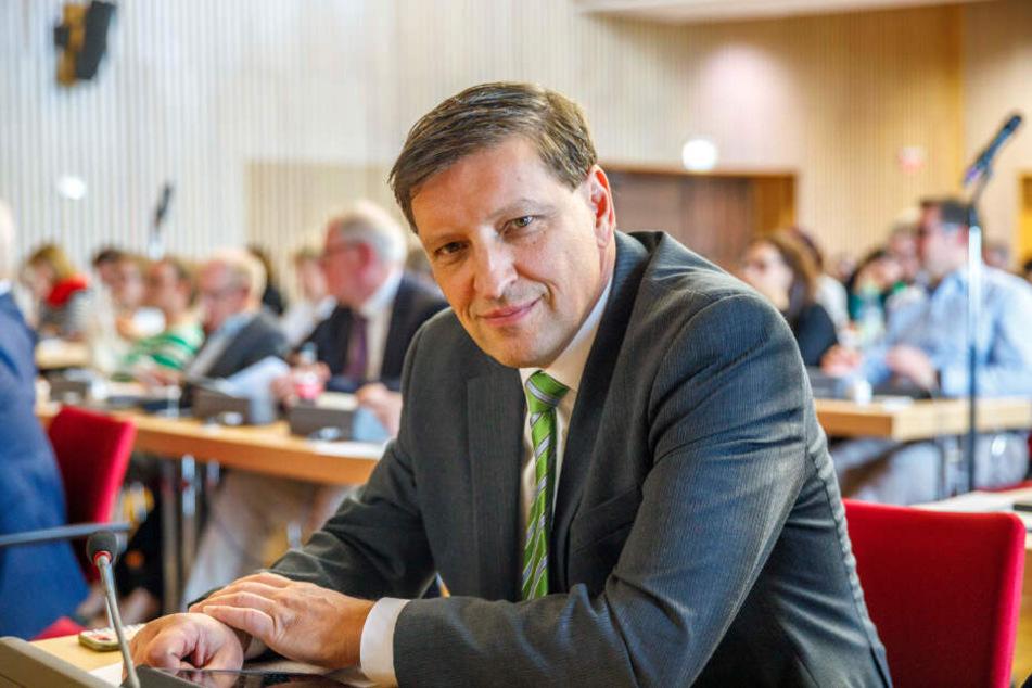 """Jens Genschmar (51, Freie Wähler) fordert den OB auf, """"den Amoklauf des grünen Baubürgermeisters zu stoppen."""""""