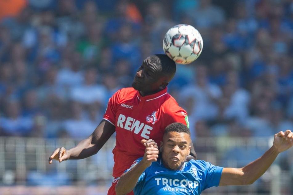 Lieferten sich viele Zweikämpfe: Kölns Serhou Guirassy und Bochums Jan Gyamerah (r.).