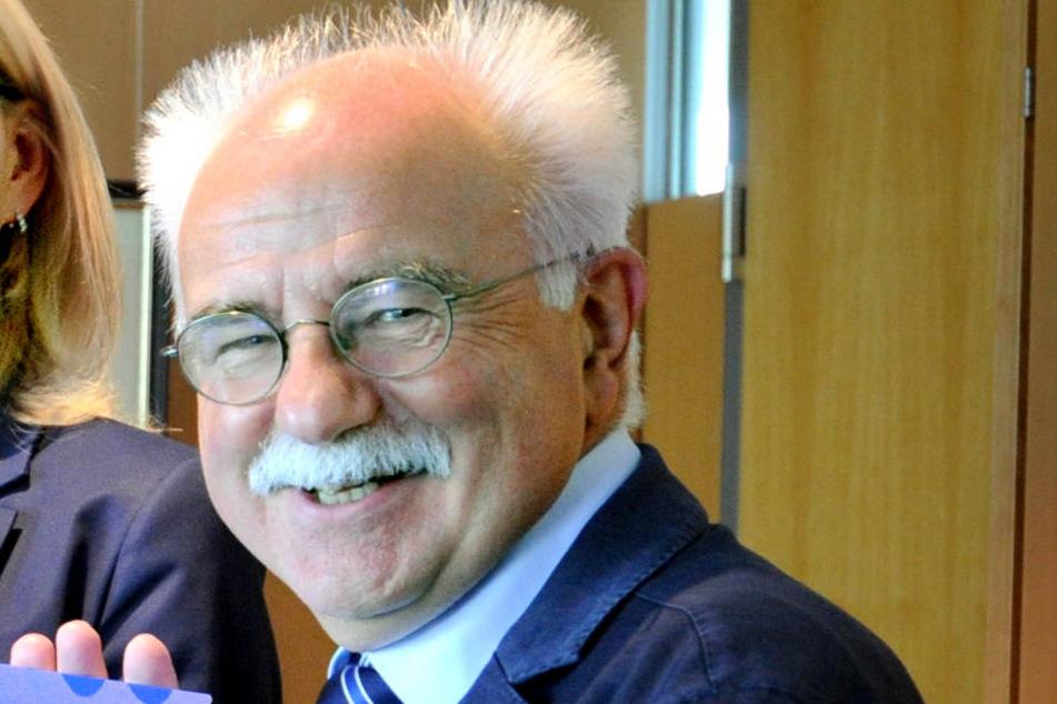 Steinhagens Bürgermeister Klaus Besser sucht fieberhaft nach einer Lösung des Problems.