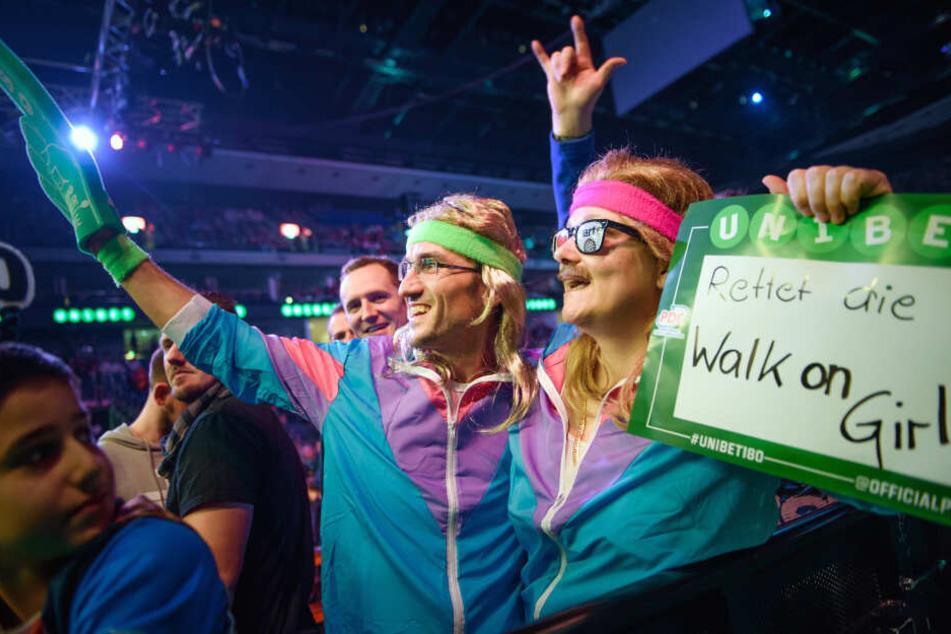 Fans im Mittelpunkt: Während der Sport manchmal in den Hintergrund rückt, spielen die verkleideten Zuschauer beim Darts meist die größte Hauptrolle.