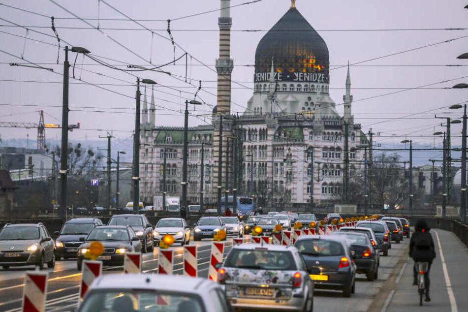 Anfang Dezember rollte der Verkehr testweise einspurig in Richtung Altstadt über die Marienbrücke.