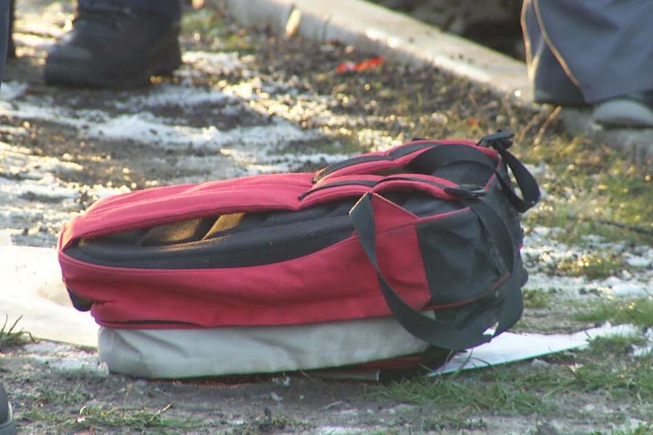 Der Rucksack des Verunglückten liegt am Unfallort.