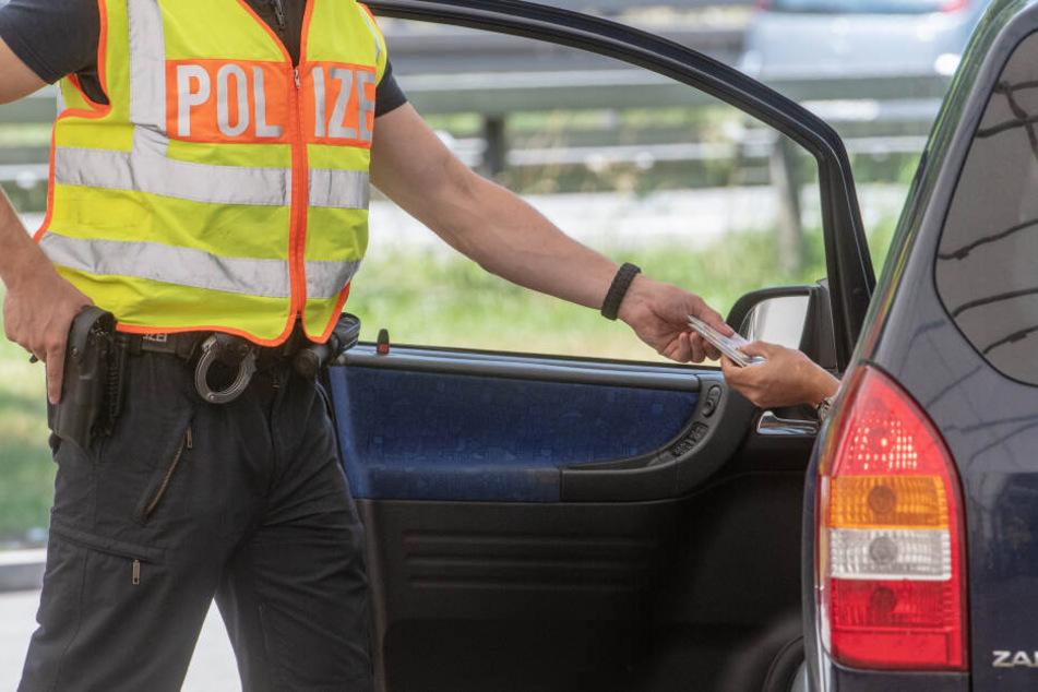 Die Männer waren bei der Kontrolle so nervös, dass die Polizisten aufmerksam wurden. (Symbolbild))