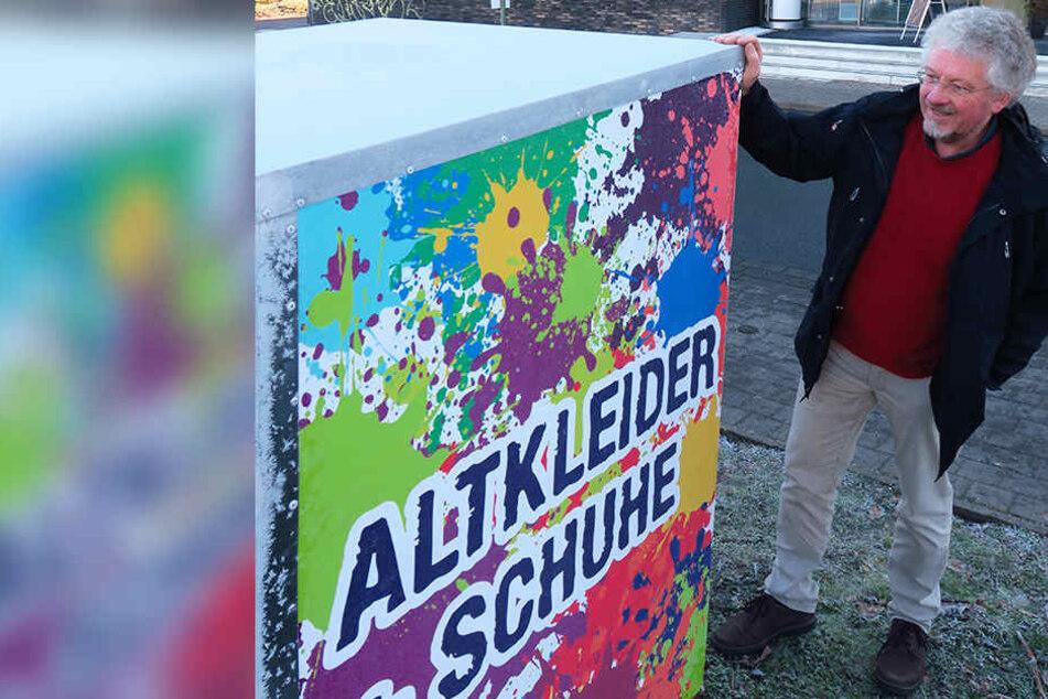 Dieser schrille Container steht vor der Brockensammlung in Bethel. Brosa-Chef Rüdiger Wormsbecher hält ihn für eine bessere Sardinendose.