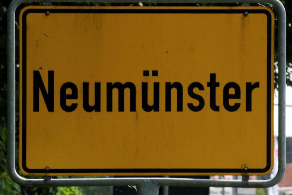 Die Polizei in #Neumünster hat einen Ehemann überführt, der vor 24 Jahren seine Frau erwürgt und ihre Leiche anschließend in ein Metallfass eingeschweißt hat.