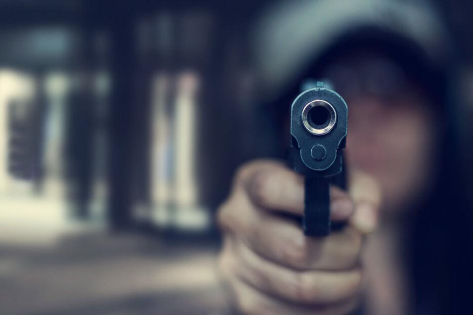Mann (57) mit Waffe ins Gesicht geschossen: Polizei sucht Zeugen