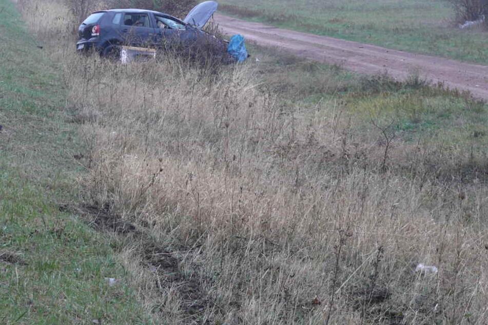 Der Fahrer (27) des VW kam von der Fahrbahn ab und überschlug sich.