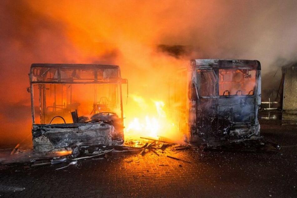 Treibstofftanks und Reifen sind laut explodiert.