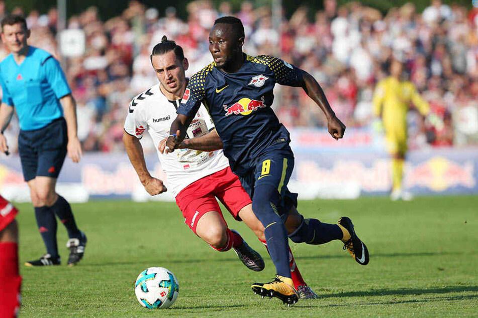 Naby Keita hatte am Dienstag das erste Mal wieder mit der Mannschaft trainiert und musste in Meuselwitz gleich von Beginn an ran.