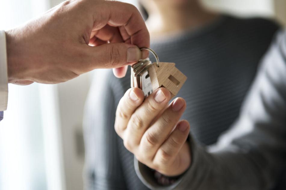 Mit gefälschten Gehalts-Bescheinigungen Immobilienkredit bekommen: 14 Millionen Euro Schaden
