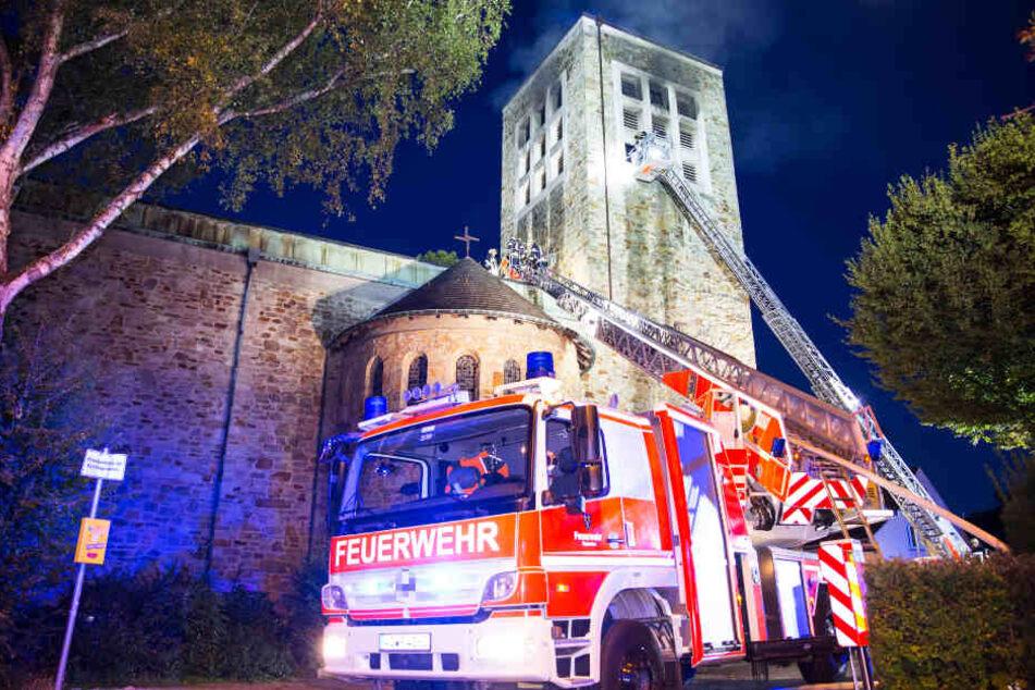 Zwei Straßen wurden wegen des Feuerwehreinsatzes voll gesperrt.