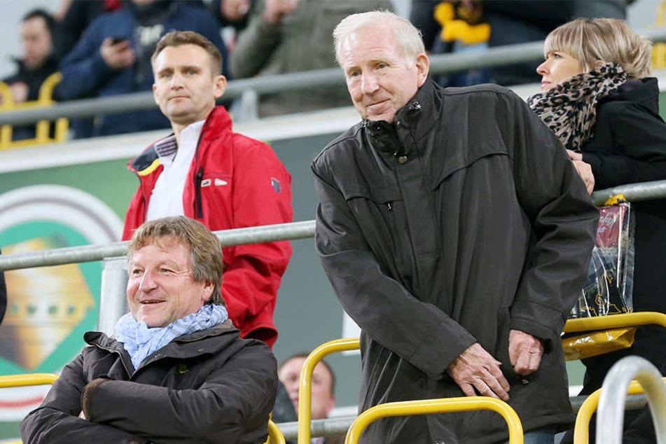 Hatten im Vorjahr viel Spaß auf der Tribüne: Die Dynamo-Idole Hans-Jürgen Dörner (l.) und Klaus Sammer.