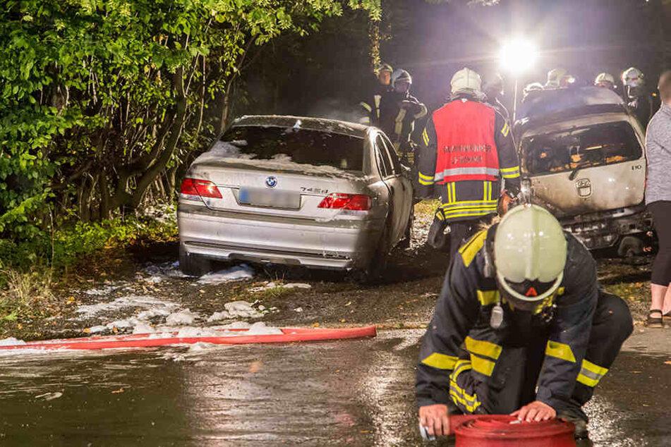Ein Hyundai brannte völlig aus und das Feuer griff noch auf einen BMW über.