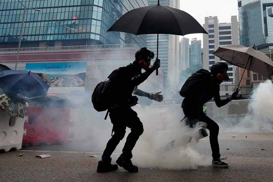 So brutal geht die Polizei in Hongkong gegen Demonstranten vor