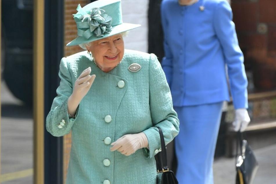 Verabschiedet sich Queen Elisabeth demnächst von ihren Ämtern?