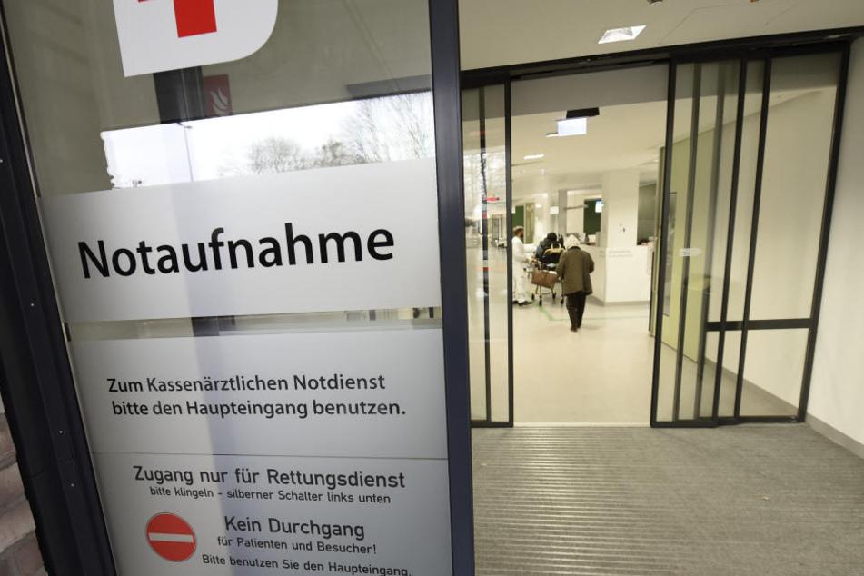 Ein zweiter Mann liegt mit schweren Verletzungen noch im Krankenhaus, mittlerweile im Koma. (Symbolbild)