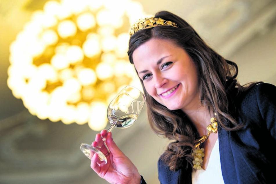 Sachsens Weinkönigin Friedericke Wachtel (27) stand gestern für ein  Filmporträt vor der SWR-Kamera.