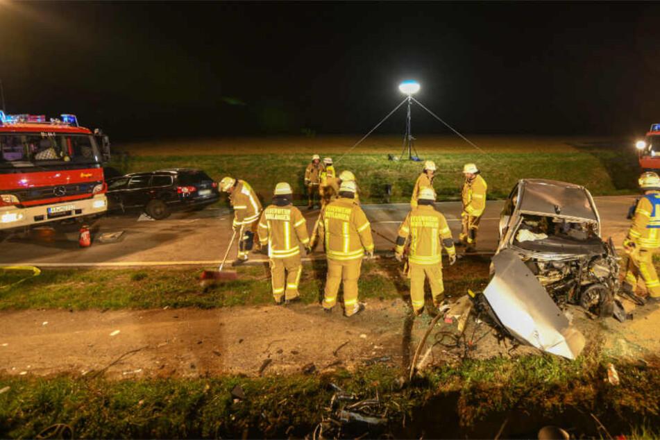 VW-Fahrer rast in Gegenverkehr: 48-Jährige stirbt!