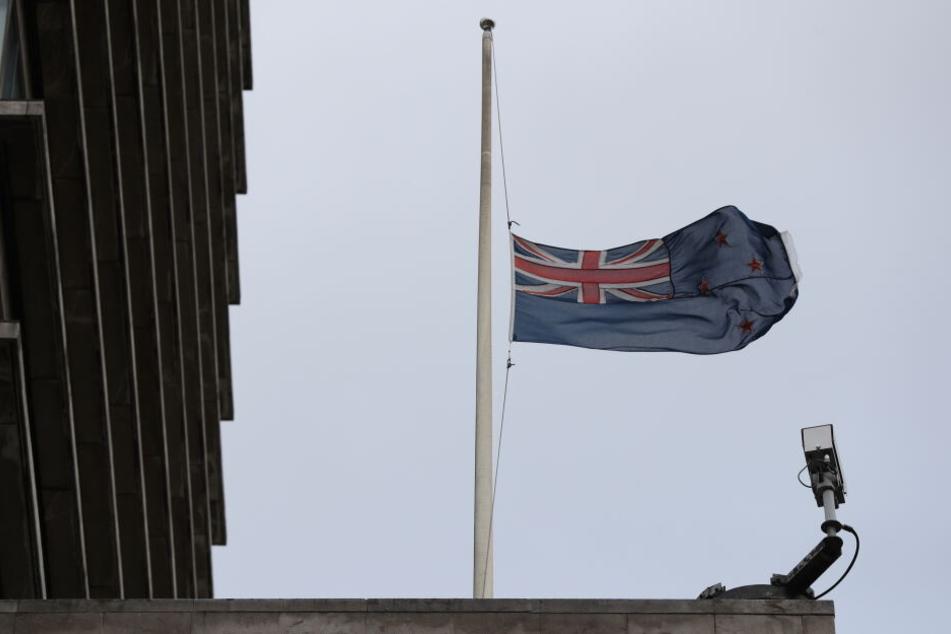 Die Neuseeländische Flaggen hing nach den Anschlägen in Christchurch auf Halbmast. (Symbolbild).