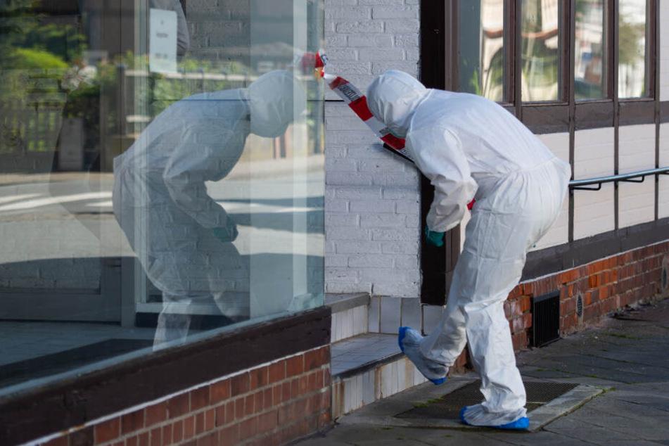 """Im Zusammenhang mit dem Passauer Armbrust-Fall haben Ermittler zwei Leichen in Niedersachsen gefunden. Die Opfer sollen einer Gruppe von """"Welterneuerern"""" entstammen. (Archivbild)"""