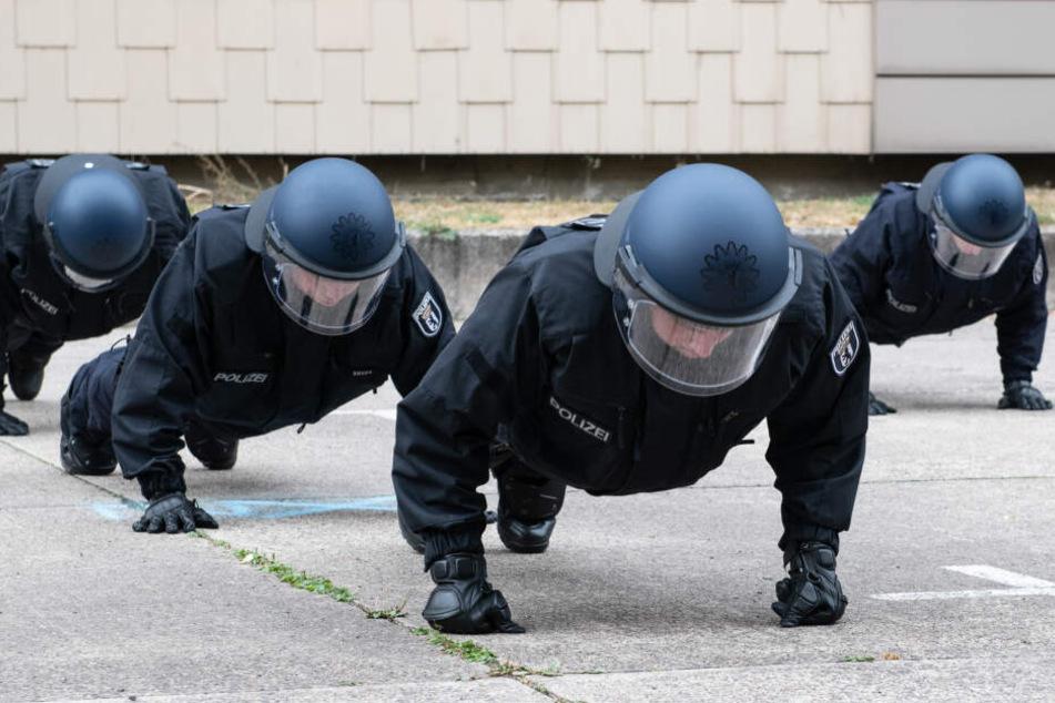 Gut gerüstet: Die Arbeit der Berliner Polizei wird am Samstag an vielen Orten der Hauptstadt benötigt.