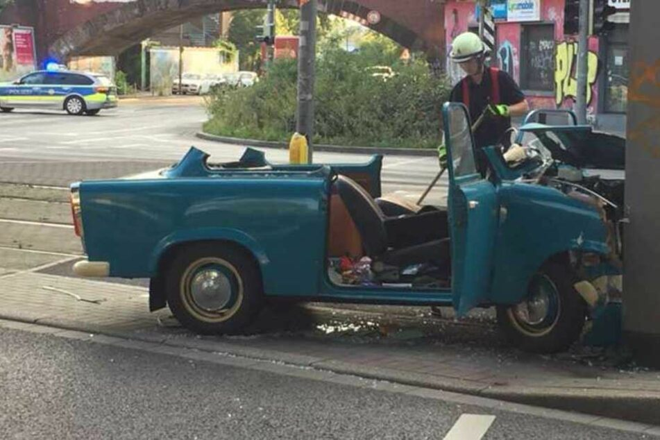 Seltener Trabant bei Unfall in Dortmund zerlegt
