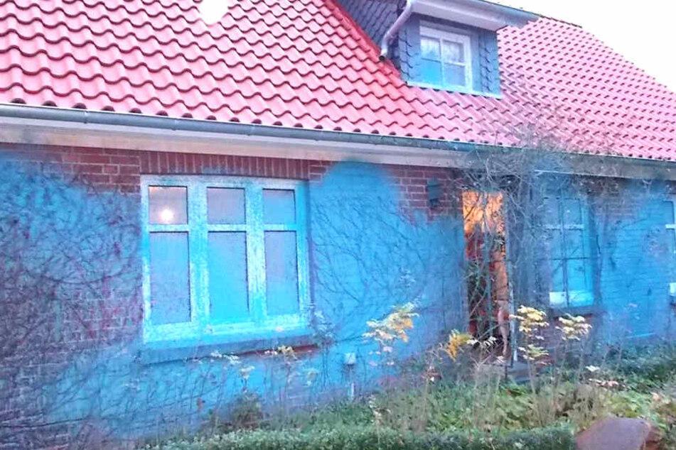 Ekel-Attacke! Vandalen beschmieren AfD-Zentrale mit Gülle und Farbe