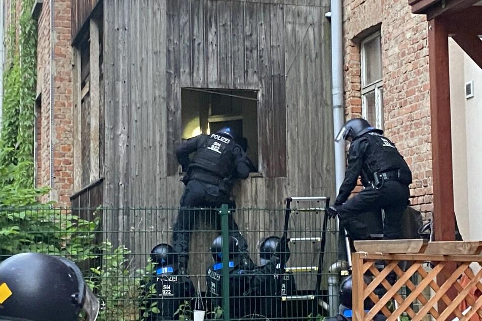 Die Polizei stürmte das besetzte Haus am Freitagabend.