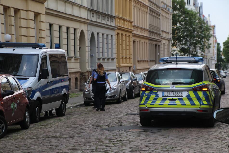 Festnahme in Halle! 20-Jähriger überfällt Penny-Markt, Zeuge verfolgt ihn
