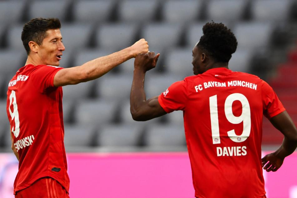 Zwei Torschützen unter sich: Robert Lewandowski (l.) und Alphonso Davies trafen beide für den FC Bayern München.