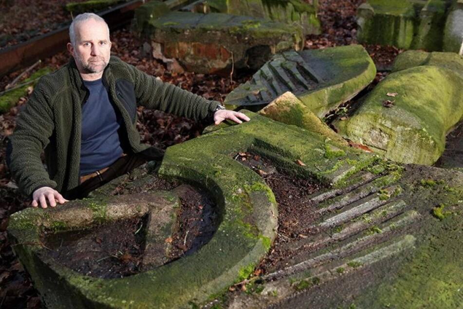 Noch lagert das betagte DDR-Relief bei einem Bildhauer in Zittau