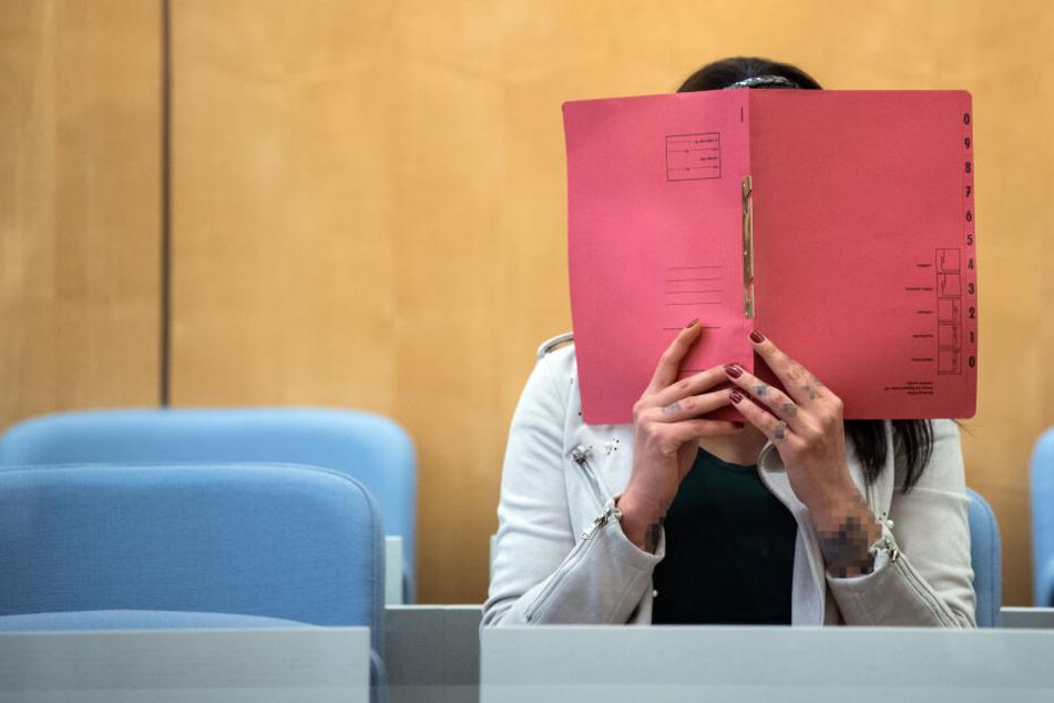 Die mutmaßliche IS-Terroristin Derya Ö. (27) aus Bochum muss sich vor Gericht verantworten.