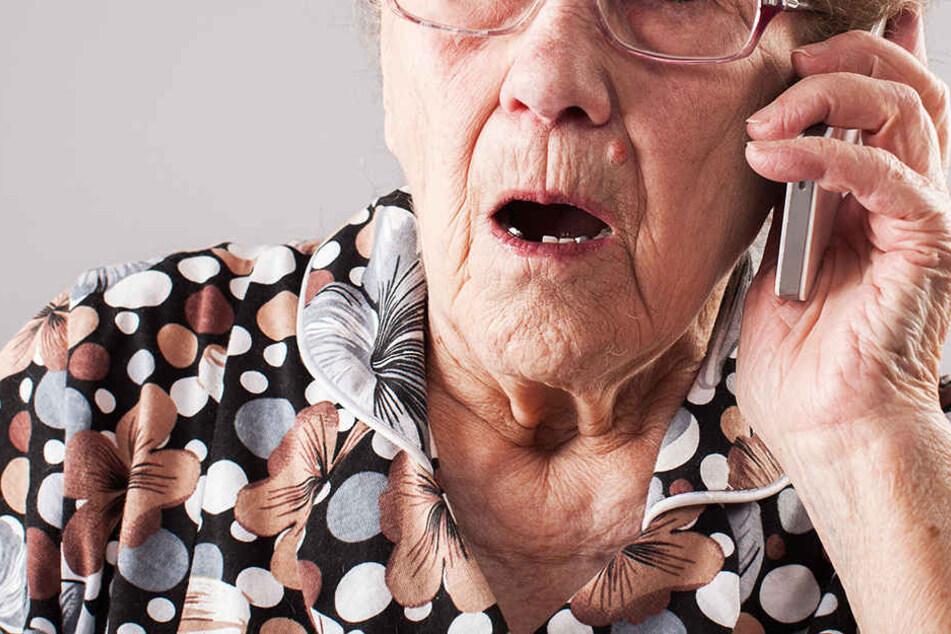 Als sie das Tagebuch ihres Enkels fand, alarmierte die Frau sofort die Polizei. (Symbolbild)