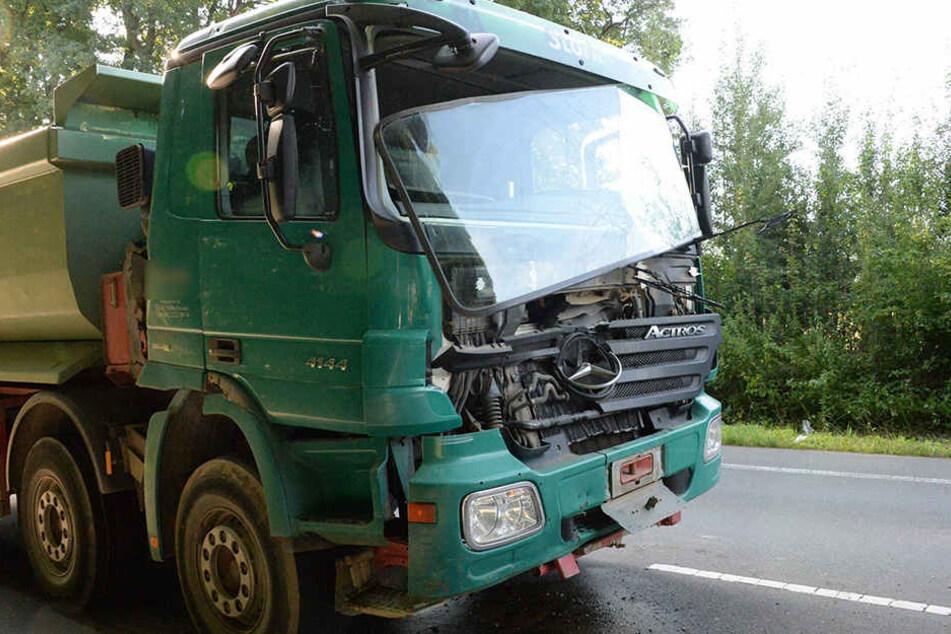 Der hinterste Lkw war am heftigsten beschädigt.