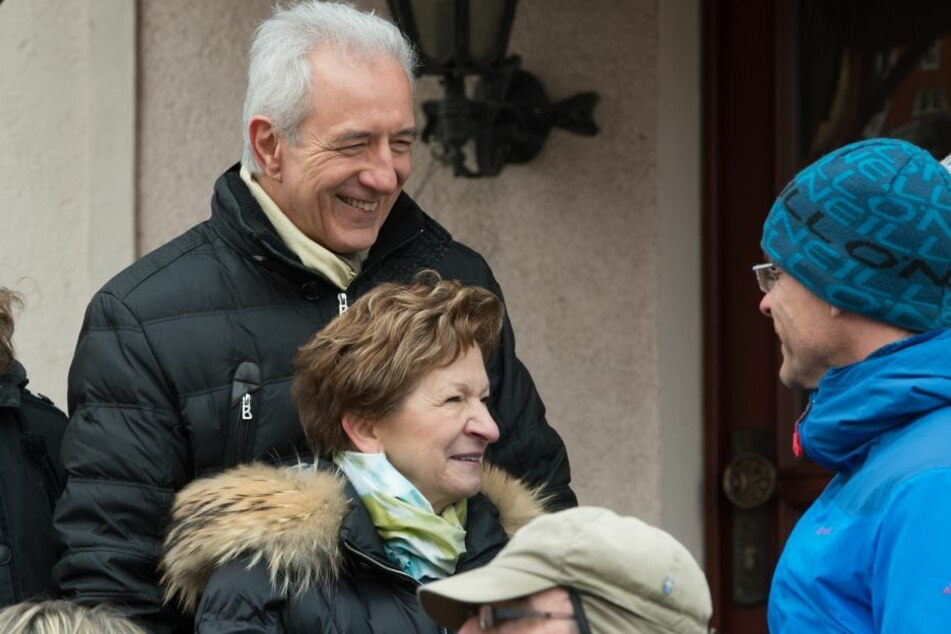 Stanislaw Tillich (CDU) mit Frau Veronika waren auch Zuschauer, während die sorbischen Osterreiter nach altem Brauch zu Pferde die Osterbotschaft verkünden.