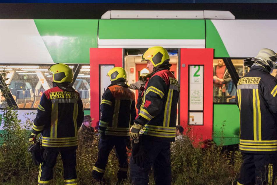Mehrere Feuerwehren aus den umliegenden Ortschaften mussten die Unfallstelle sichern.
